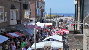toeristenmarkt in katwijk